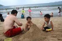 海と言えば砂山。これは鉄則。