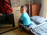 suitcase.jpg 1280×960 218K
